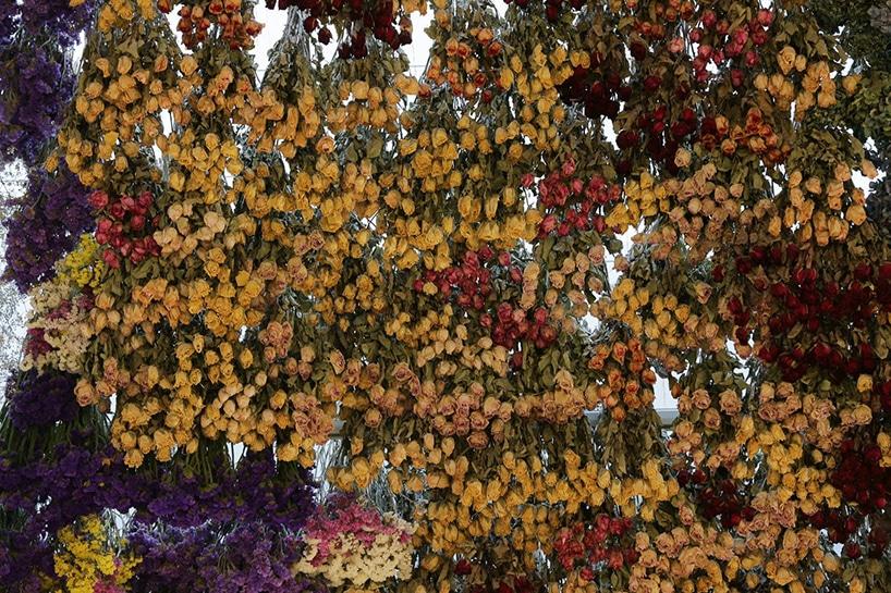 rebecca-louise-law-flower-canopy-eastland-melbourne-designboom-08